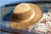 Wide brim hat with vents